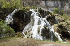 Cachoeira de Les Messieurs dos Baumes em Jura, França fotos de stock royalty free