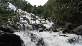 Cachoeira de Mae Ya vídeos de arquivo