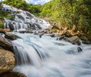 Cachoeira de Mae Ya no parque nacional de Doi Inthanon Foto de Stock Royalty Free