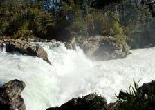 Rio com grande fluxo. Fotos de Stock