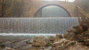 Cachoeira de Palaiokaria em Trikala em Grécia filme