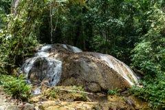 Cachoeira de Saluopa em Tentena Foto de Stock