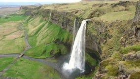 Cachoeira de Seljalandsfoss em Islândia vídeos de arquivo