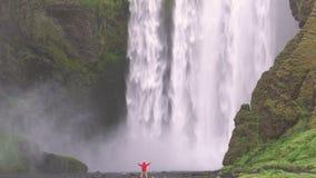 Cachoeira de Skogafoss em Islândia filme