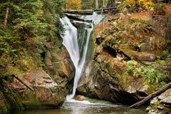 Cachoeira de Szklarka no outono fotos de stock royalty free