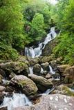 Cachoeira de Torc em Ireland. Foto de Stock Royalty Free