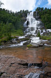 Cachoeira de Tvindefossen, Noruega Fotografia de Stock Royalty Free
