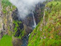 Cachoeira de Voringsfossen, garganta Noruega de Mabodalen fotografia de stock