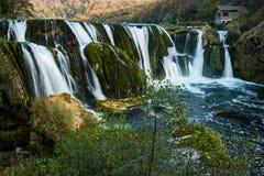 Cachoeira do buk de Strbacki no rio de Una, na beira de Bósnia e de Croácia fotos de stock royalty free
