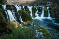 Cachoeira do buk de Strbacki no rio de Una, na beira de Bósnia e de Croácia imagens de stock royalty free