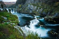 Cachoeira do buk de Strbacki no rio de Una, na beira de Bósnia e de Croácia foto de stock