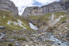 Cachoeira do Horsetail no parque nacional de Ordesa y Monte Perdido imagens de stock