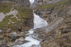 Cachoeira do Horsetail no parque nacional de Ordesa y Monte Perdido foto de stock royalty free