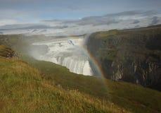Cachoeira do lanscape do verde de Islândia com um arco-íris Fotografia de Stock