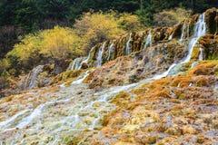 Cachoeira do outono no huanglong Imagem de Stock