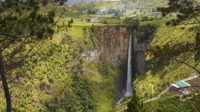 Cachoeira do piso de Sipiso em Danau Toba, Indonésia. Imagem de Stock