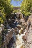 Cachoeira do rio da moderação Fotos de Stock Royalty Free