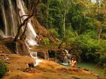 Cachoeira do si de Tourquise Kouang em Laos foto de stock royalty free