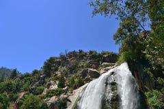 Cachoeira do urso na sequoia e no parque nacional dos reis Garganta, Califórnia imagens de stock royalty free