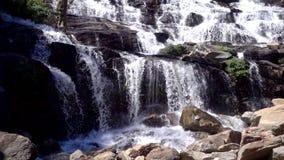 Cachoeira do ya de Mae no movimento lento vídeos de arquivo