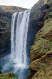Cachoeira dos gafoss do ³ de Skà da opinião de Profil sob a geleira do rdalsjökull do ½ de Mà Imagem de Stock