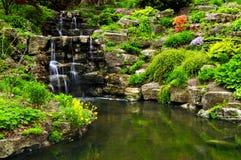 Cachoeira e lagoa de conexão em cascata Fotografia de Stock Royalty Free