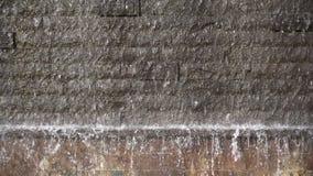 Cachoeira e parede de tijolo video estoque