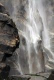 Cachoeira e rocha Imagens de Stock