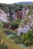 Cachoeira e um lago da montanha Imagem de Stock