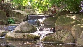 A cachoeira em Hamburgo planten o parque dos blomen do un vídeos de arquivo