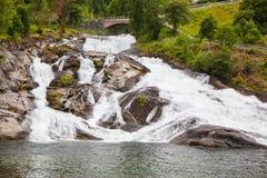 Cachoeira em Hellesylt, fiorde de Geiranger, Noruega Imagens de Stock