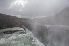Cachoeira em Islândia na tempestade da neve imagem de stock