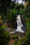 Cachoeira em rochas representadas, Munising dos mineiros Fotos de Stock
