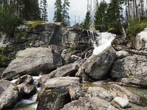 Cachoeira em Tatras alto - ESLOVÁQUIA foto de stock