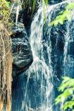 Cachoeira escondida na selva tropical em Ásia fotos de stock royalty free