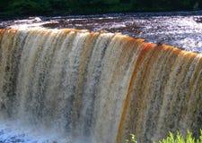 Cachoeira estranha no rio em Michigan foto de stock