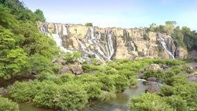 Cachoeira famosa aérea Pongour da vista geral video estoque