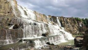 Cachoeira famosa de Pongour do vietnamita filme
