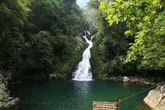 Cachoeira feericamente da lagoa de Jinggang Fotos de Stock Royalty Free
