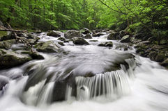 Cachoeira fumarento das montanhas Fotos de Stock Royalty Free
