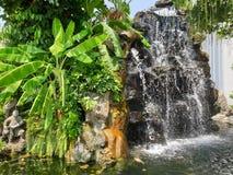 A cachoeira grande da área de saída do palácio imagens de stock royalty free