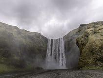 Cachoeira Islândia de Skogafoss Foto de Stock