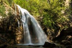 Cachoeira Jur-Jur - o mais afluente em Crimeia fotos de stock