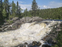 Cachoeira Kivakkakoski, ponto inicial de Kivakksky em Carélia closeup Fotos de Stock Royalty Free