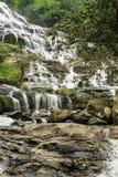 Cachoeira Mae Ya na floresta de Tailândia Imagem de Stock
