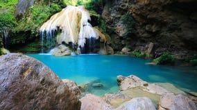 Cachoeira maravilhosa do louang de Khor no lamphun Tailândia filme