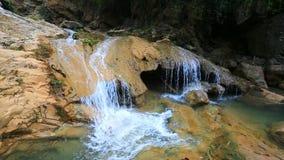 Cachoeira maravilhosa em Tailândia filme