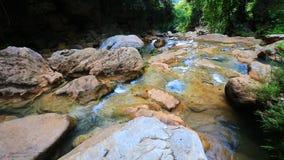 Cachoeira maravilhosa em Tailândia video estoque