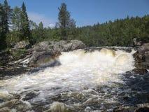 Cachoeira Myantyukoski Parque nacional de Paanajärvi Fotografia de Stock Royalty Free