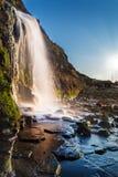 Cachoeira na baía de Kimmeridge em Dorset imagens de stock